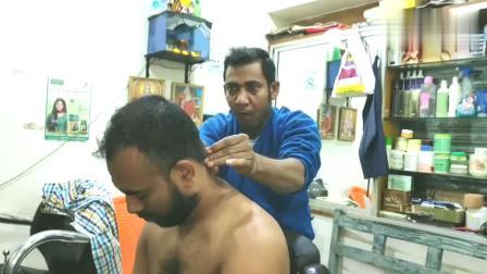 印度街头按摩店,戏精理发师的头部按摩,背部推油和清洁油泥