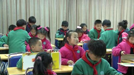 人教版数学一下《用七巧板拼图形》课堂教学视频实录-张燕