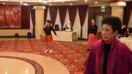 2019上海杨浦体育场靓丽姐妹广场舞团队迎新春联欢会.六位姐妹演绎刘荣老师作品(二十四步健身操)