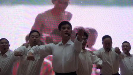 30男生表演唱《众人划桨开大船》演出单位:文艺轻骑兵艺术团