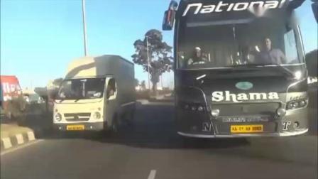 牛人公交车司机高速被超车后一脚把油门踩到了底