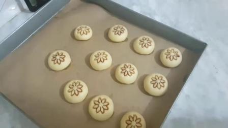 在家自制简易花朵小饼干,做法简单,小朋友喜欢吃