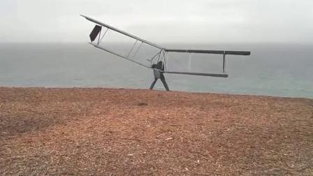 国外牛人自制靠风力的滑翔翼,别说还真不错!