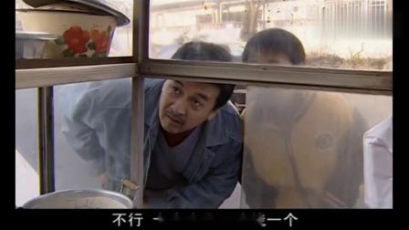 大叔在路边买了一个煎饼果子,不料从中发现了商机,准备大干一场