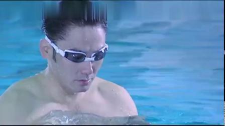 男人和美女在水中亲吻,他还没来得及回味,就消失了!