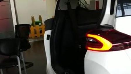 广汽传祺GM6畅翼电动尾门行业首发,智能开门关门效果体验