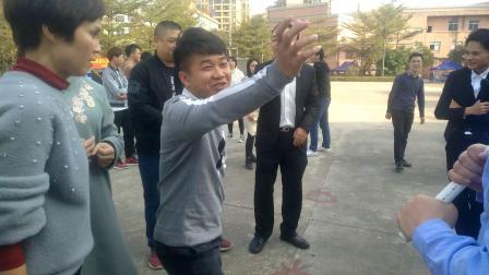 本来录制视频是刘导的专长,这坚决的任务一天