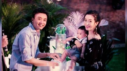 小燕子李晟晒八个月大的儿子看书照,称他沉迷于学习无法自拔!