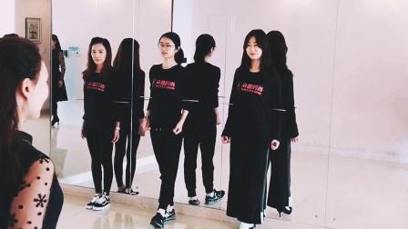 天津形体培训,朵雅时尚走姿训练,形体培训专业品牌
