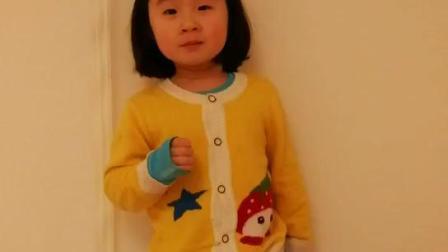不到四岁的小孩是戏精,唱《走进新时代》