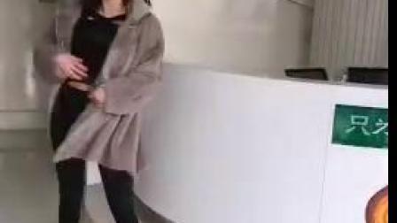 摩尔多瓦小姐姐棉花糖丰胸术后即刻蹦跳舞蹈
