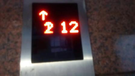 迎春苑世纪楼小区电梯间6
