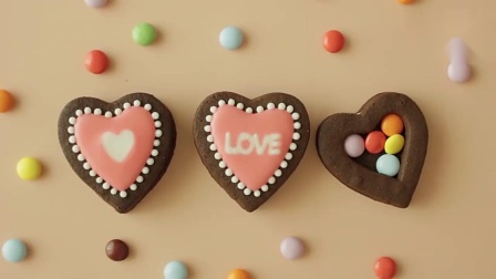 巧克力爱心糖霜饼干,好精致啊,都不舍得吃了!