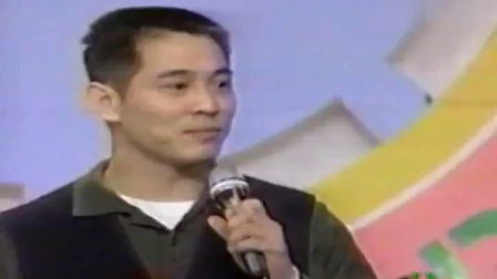 李连杰上韩国综艺节目,表演功夫对打,现场观众掌声不断