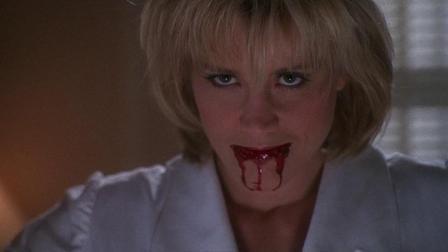 私家侦探在病房与女护士僵尸一番苦斗,阳光使其灰飞烟灭