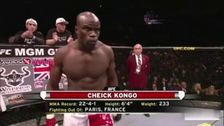 黑金刚怒火攻心,UFC这是要什么样的仇恨才能把对手打成这样