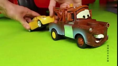 汽车总动员赛车闪电麦昆玩具轨道,法拉利跑车轨道测试表演