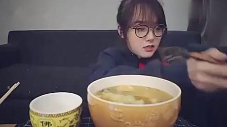 大胃王哎哟阿尤:挑战佛跳墙,吃一口满嘴香,超满足!