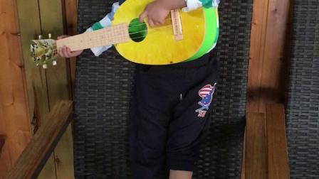 涵涵弹吉他