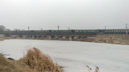 HXD3D 0677牵引K1452次(牡丹江-日照)交会HXD3D 0673牵引K489次(北京-佳木斯)