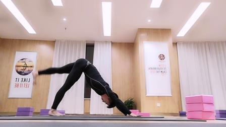 跟随InsideFlow创始人学习,InsideFlow内观流瑜伽Jamie练习。