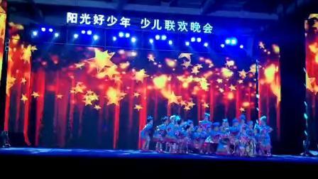 龙山县金孔雀文化艺术培训学校 舞蹈中一班表演的节目《苗山彩云飞》