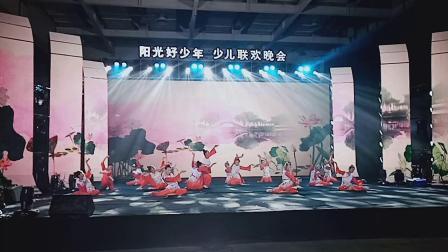 龙山县金孔雀文化艺术培训学校 舞蹈高级班表演的节目《国韵新风》