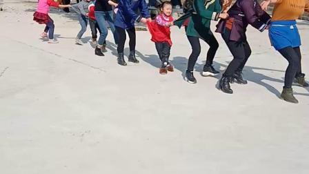 俾吊岑广场老鹰抓小鸡  2019年正月初一  无奈上传