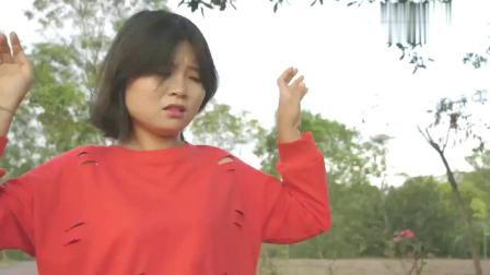 绝地求生真人版:小姐姐吃鸡偶遇老同学,没想到她这样做,感动了