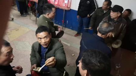 中国湖南湘乡翻江镇林章村文化传媒部于大年初二晚开始举办花灯活动