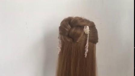 适合40岁女人的发型,这样扎减龄又气质,看上去发量都变多了