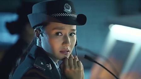 女警看监控分神,队长发现指挥的路线错误,让指挥室里的女警闭嘴