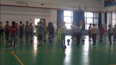 《遠傳球射門組合練習》二年級體育,江蘇省市級優課