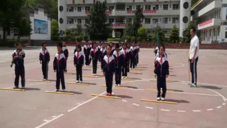 《韻律舞蹈:根據節拍,做足踝、軀干、下肢練習》科學版二年級體育,商洛市縣級優課
