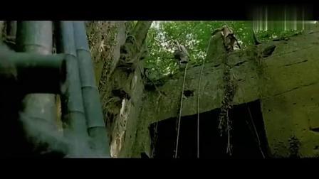 为捕森林魔兽,人类设置重重陷阱,却发现连枪都不怪物