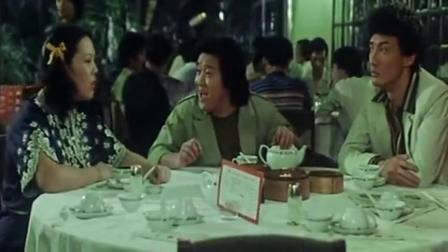"""《追女仔》粤语版,曾志伟与石天去相亲,却来了两个""""恐龙"""""""