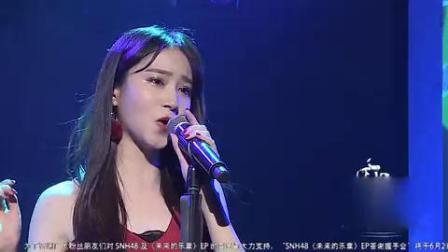 红裙美女翻唱陈奕迅歌曲《红玫瑰》非常有感觉超好听!