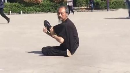 70多岁大爷练成少林童子功这身板壮小伙也不是他对手
