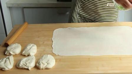 教你不用烤箱做葱油火烧,外皮酥脆,里面柔软劲道,2分钟学会