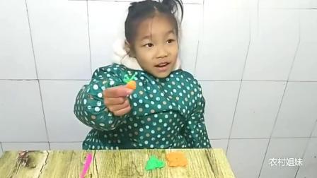 小女孩用橡皮泥手工做了个胡萝卜,非常好看,看看像不像胡萝卜