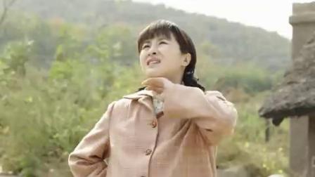 《养母的花样年华》一个孕妇挺着大肚子 爬着山路找孩子