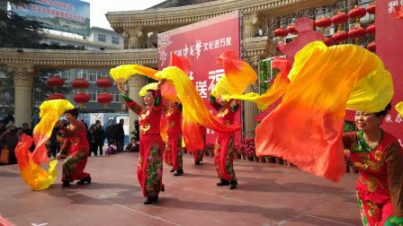 长扇子舞《开门红》表演者:陕西省铜川市王益区