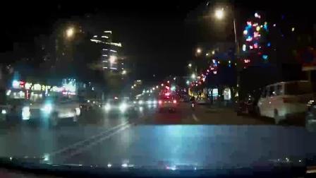 两车路口处相撞 车辆不同程度受损