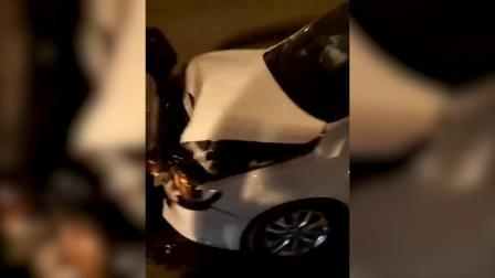 万足一隧道发生一起连环车祸 多车受损严重
