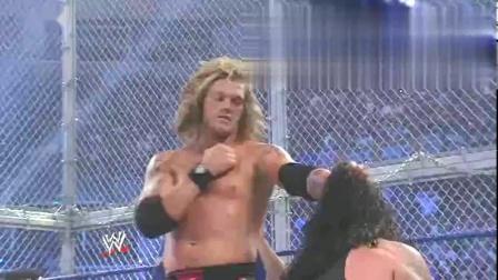 """WWE:送葬者""""墓碑钉头""""战胜艾吉,却不罢休,怒摔砸塌擂台"""