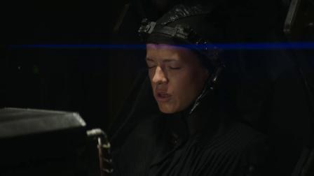 《第九区》导演打造《圣歌》真人短片 中文字幕