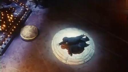 张晋为抢秘籍夜闯祠堂,不料被力王攀少皇逮个正着