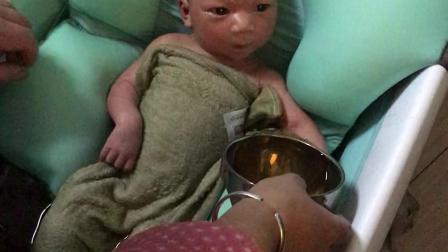 宝宝最喜欢洗澡了