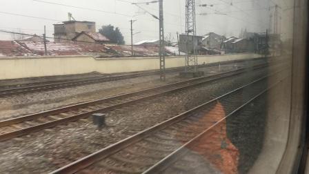 京广线:客车K1628次通过横店车站