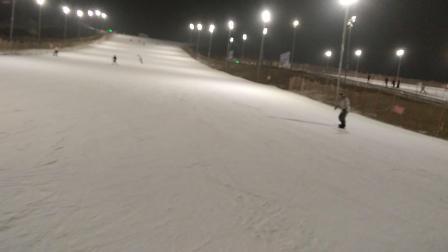 照金国际滑雪场中级雪道夜滑